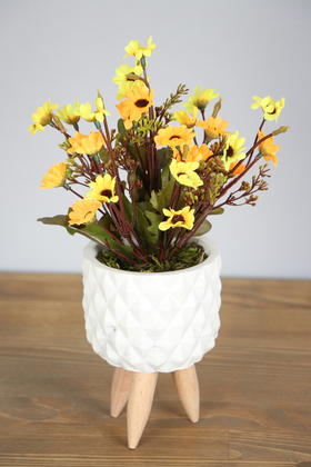 Yapay Çiçek Deposu - Ahşap Ayaklı Beton Saksıda Yapay Papatya Bahçesi 30 cm Sarı-Turuncu