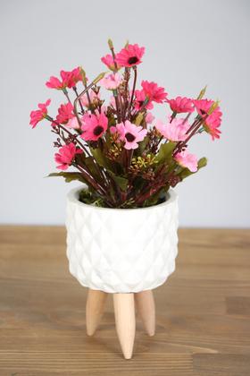 Yapay Çiçek Deposu - Ahşap Ayaklı Beton Saksıda Yapay Papatya Bahçesi 30 cm Pembe