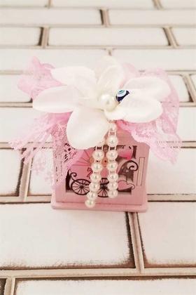 Yapay Çiçek Deposu - Kız Bebek Arabası Detaylı Ahşap Kutu Süslemeli Bebek Şekeri Kutusu
